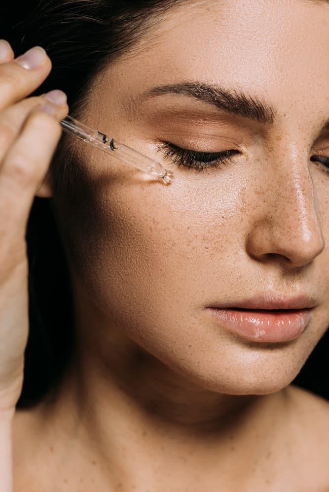 Huile de chanvre naturelle pour traiter la rosacee ou la couperose au niveau du visage