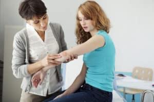 Consultation chez le dermatologue pour du psoriasis