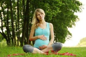Seul le CBD dont le spectre est à isolat de CBD peut être une alternative naturelle lors de la grossesse, et ce, sur avis du médecin.